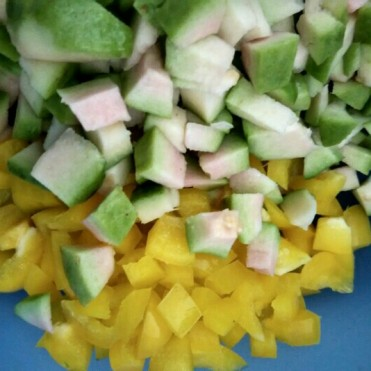 Gauva Salad with Capsicum and Broccoli.