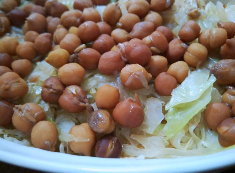 caramelized-cabbage-and-chickpeas